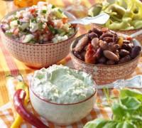 guacamole, bönsalsa och tomatsallad