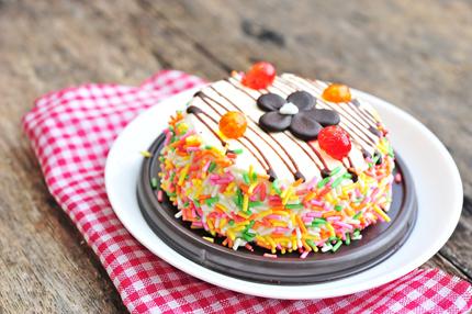 Dekorera tårtan med spruta