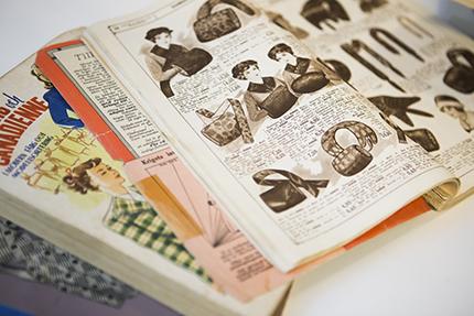 Postorderkatalogerna läser Sanna från pärm till pärm. De berättar ofta mer än böcker om sin tids sedvänjor.