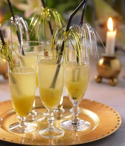 Lyxiga drink med bubble och ananas