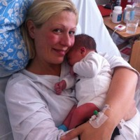 En bild av lycka, men dagen efter förlossningen får Cinna svår ångest och hamnar i en långvarig depression.