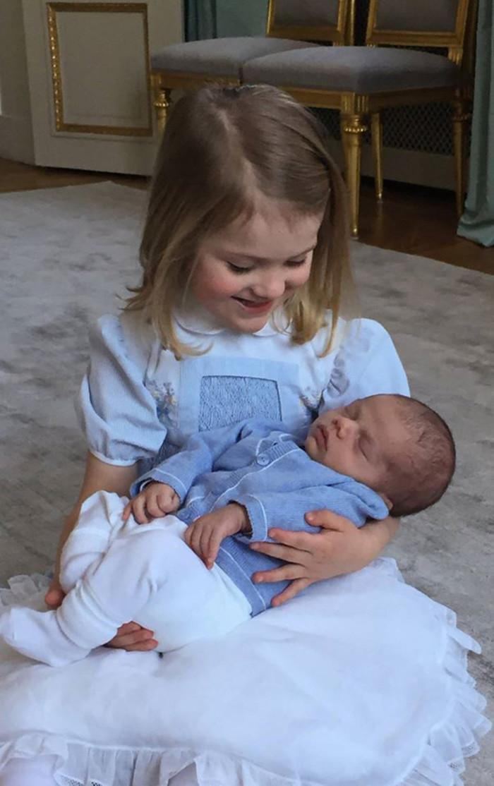 Ny bild på Estelle och Oscar