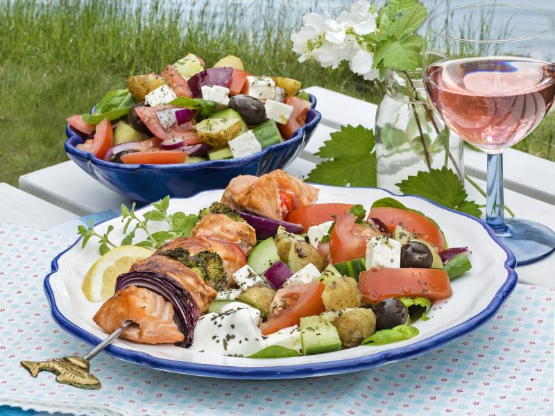 Laxspett med grekisk sallad
