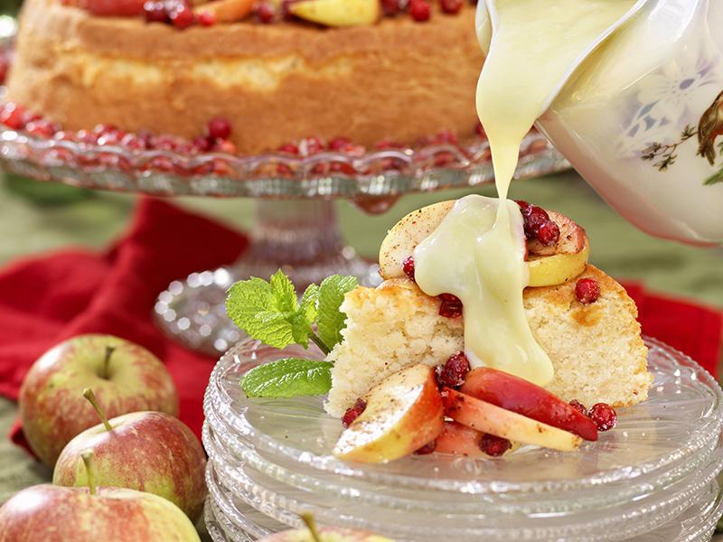 Mjuk äppelkaka med lingon