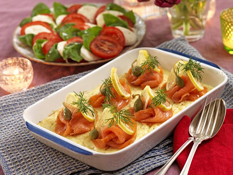 Ugnsomelett med lax och tomatsallad