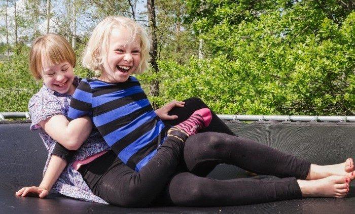 Rocka Sockorna Facebook: Noelle Och Nathea är Systrarna Som Får Oss Att Rocka