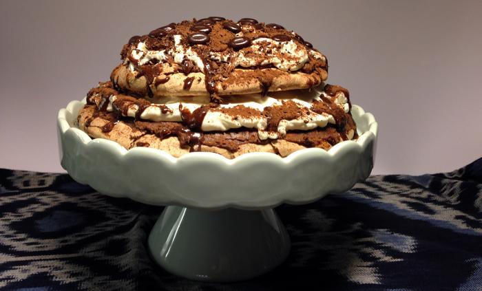 Gunilla bakar chokladpavlova till nyår