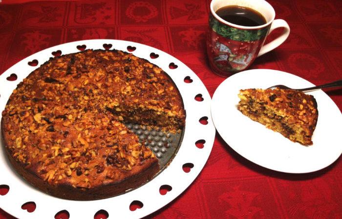 Adventskaka med dadlar, valnötter, choklad, apelsin och konjak