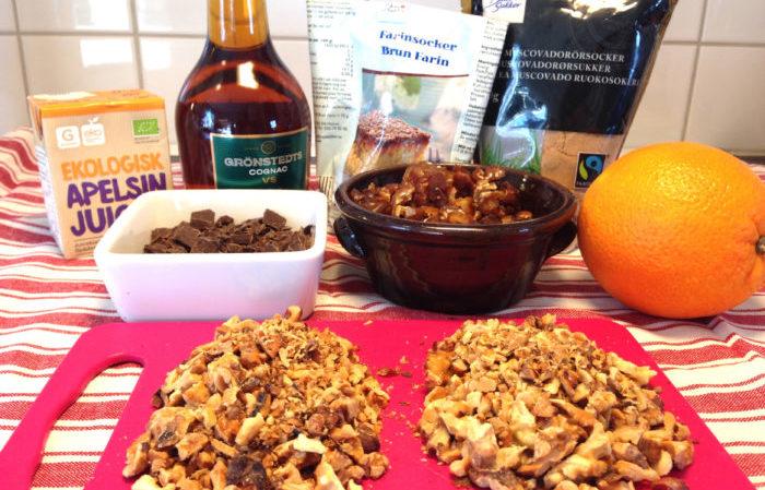 Adventskaka med dadlar, valnötter, konjak, choklad och apelsin