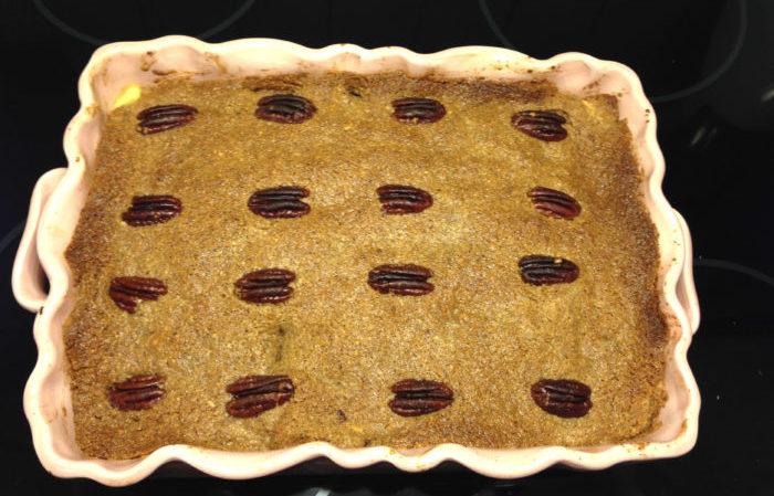 skånsk äppelkaka med pekannötstäcke