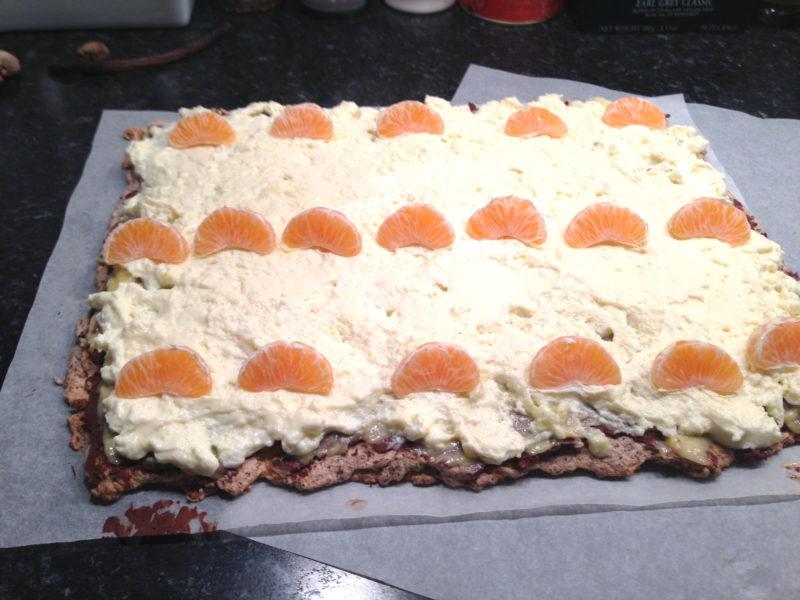 Nötmarängrulle med chokladtryffel, apelsincurd och apelsinmousse (glutenfri)