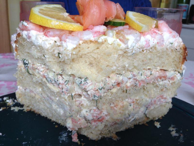 Hembakad smörgåstårta med skaldjursfyllning