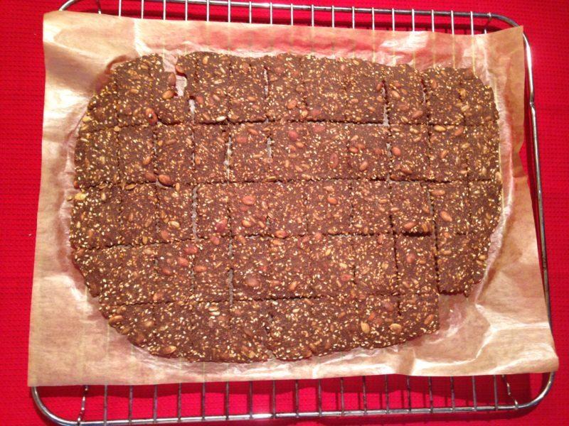 VÄRLDENS ENKLASTE: Sprött och lövtunt julknäckebröd (glutenfritt)