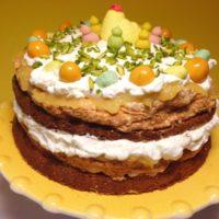 Vårfräsch påsktårta med maräng och lemoncurd
