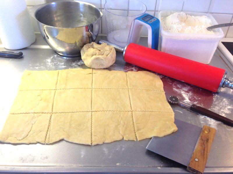 Läckra rabarberknyten med hemlagad vaniljkräm