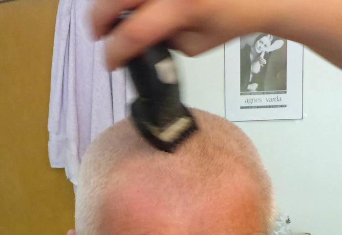 Nu är det bara finputsen kvar, sedan börjar även min husse få sommaranpassat hår (=knappt något alls).