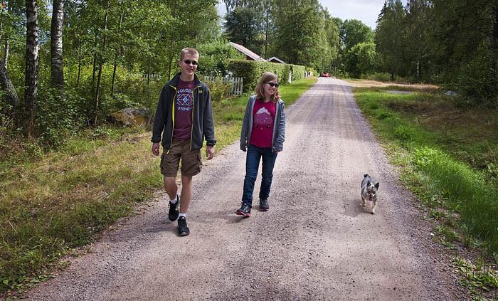 Min Evan, min Emily och jag Vaira tar oss gärna en promenad. Det är stärkande och skingrar tankarna, vilket kan vara bra ibland.