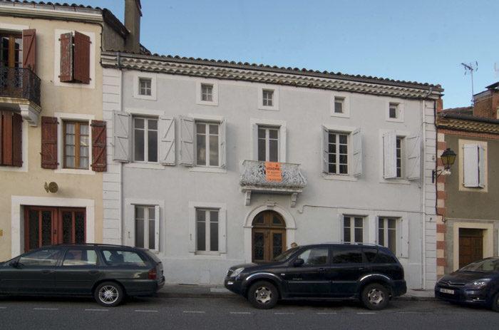 Min husse och jag hoppas att detta hus ska bli det nya presidentpalatset i Aurignac. Du ska inte tro att vi flyttar på grund av skatterna i Sverige, även om min husse tycker att det skulle vara roligt att klara sig på sin pension.