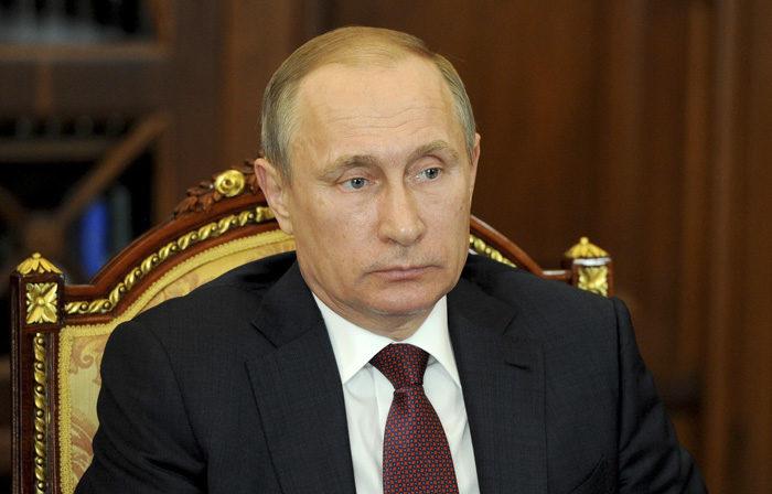 När jag frågade om det inte var lite styggt, att bara ta Krim, så blev Vladde riktigt barsk, som du tydligt ser. Kanske till och med arg.