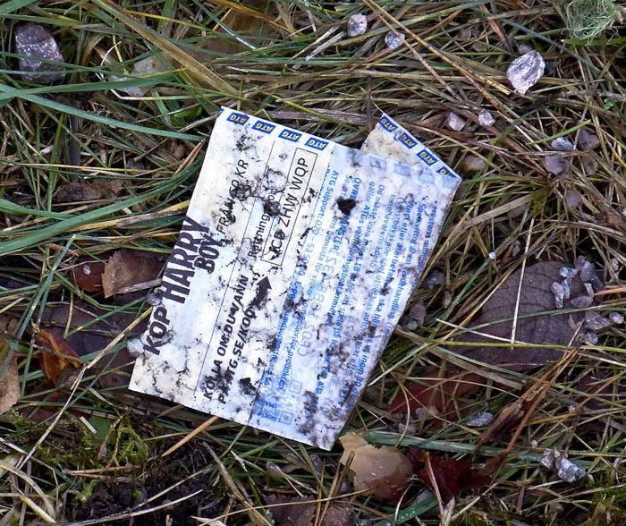 Inte vet jag säkert, men jag tror inte att det var någon vinst på den här lappen. Den fick i vilket fall som helst göra sällskap med plastskeden i bajspåsen, den utan bajs alltså.