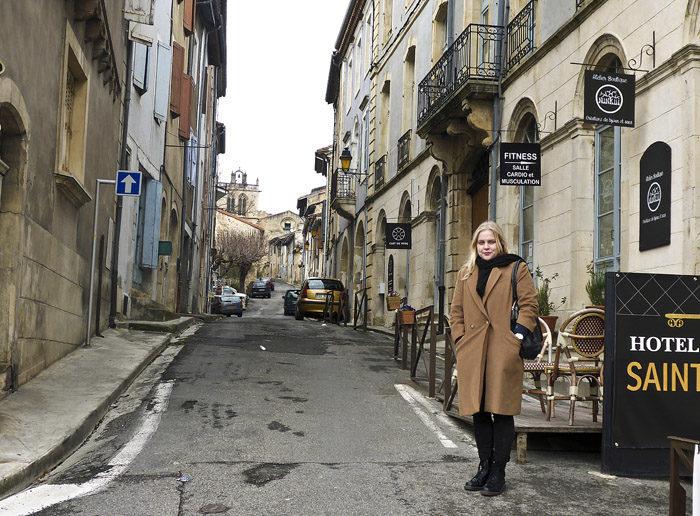 Nerför den här gatan, som min Agnes står på, kommer vi att marschera. Jag kommer att gå först, tillsammans med min Agnes och min Sabrina. Det kommer bli så bra så.